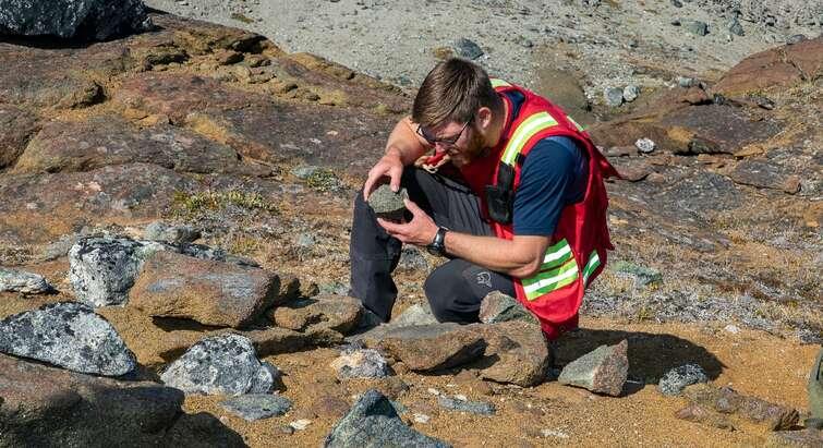 Photo of researcher Kristoffer Szilas, digging up olivin in Greenland. Kent Pørksen