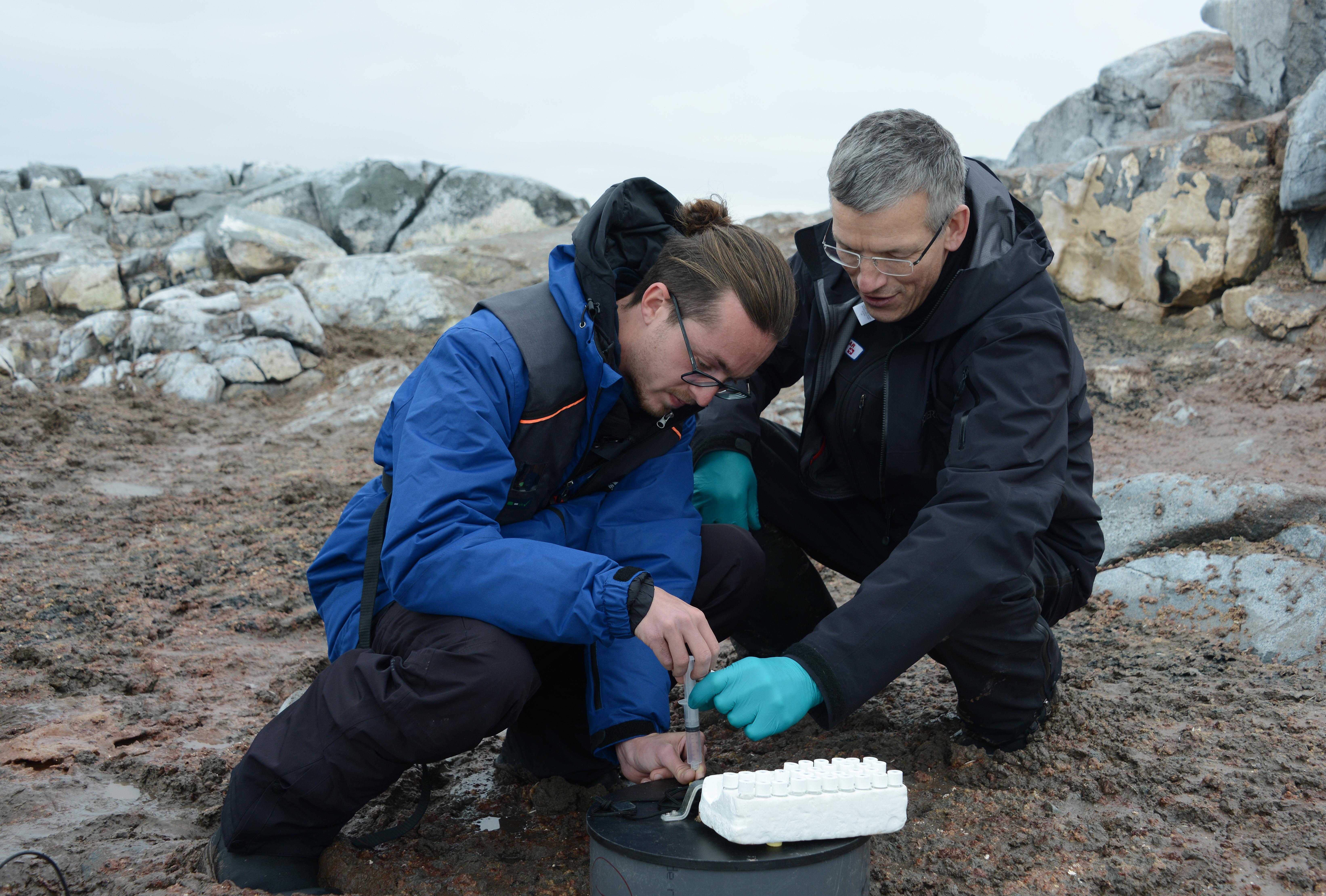 Bo Elberling investigates penguin guano in Antartica