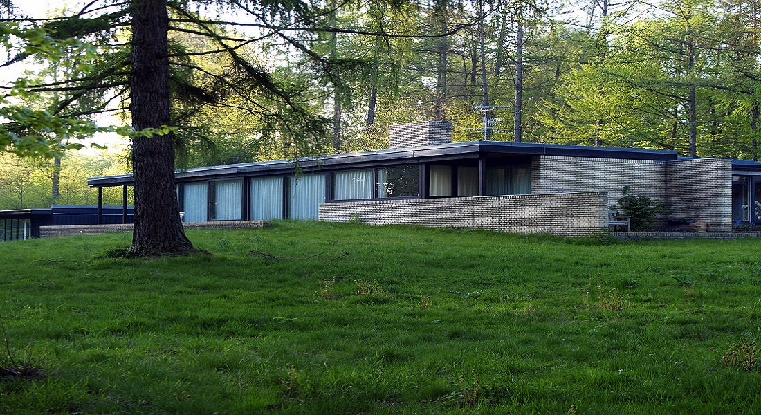 Protected house in North Zealand by famous architect Jørn Utzon.