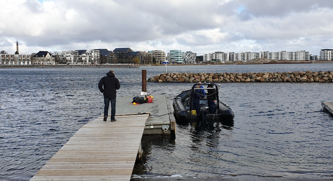Photo of the researchers setting out to investigate the seabed in Svanemøllen Habour. They found four pieces proving the existence of a submerged Stone Age site. Photo: Ole Grøn