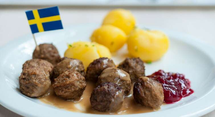 Plate with potatoes and beef