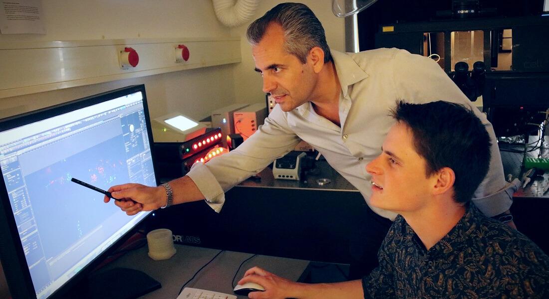 Nikos Hatzakis and Henrik Pinholt in the lab