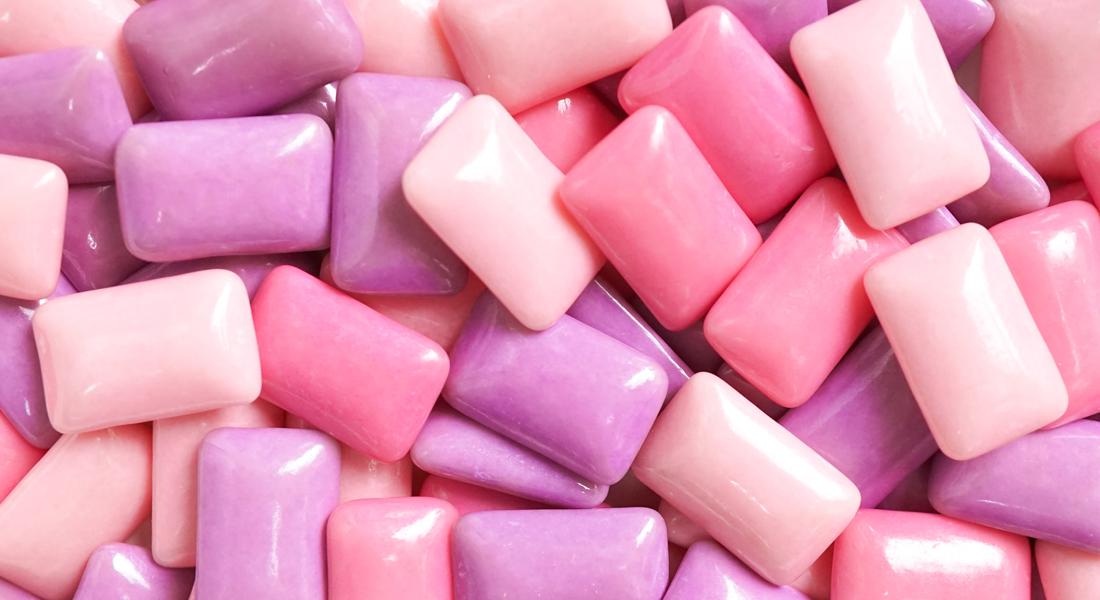 Tyggegummi i lyserøde nuancer