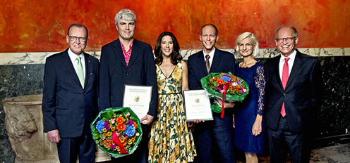 From the left: Flemming Besenbacher, prize recipient Tobias Holck Colding, H.R.H. Princess Mary, prize recipient Morten Broberg, Ulla Tørnæs, Mogens Høgh Jensen | Photo: Lars Svankjær